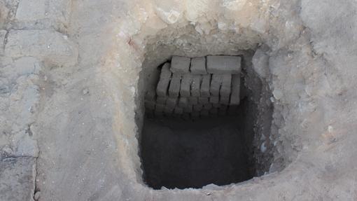 La entrada a la tumba es muy pequeña