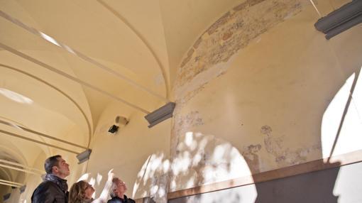 Las pinturas han sido halladas en el claustro