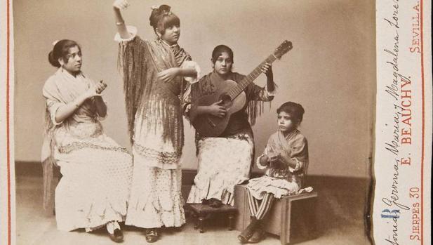 Grupo flamenco femenino de Antonia, Jeroma, María y Magdalena Loreto. Sevilla, antes de 1889
