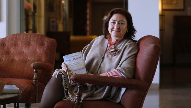Almudena Villegas rescata la vida de Marco Gavio Apicio en su novela «Triclinium»