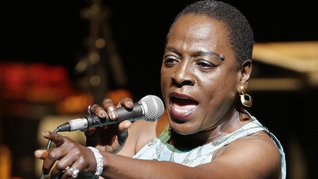 Sharon Jones en un concierto en 2014