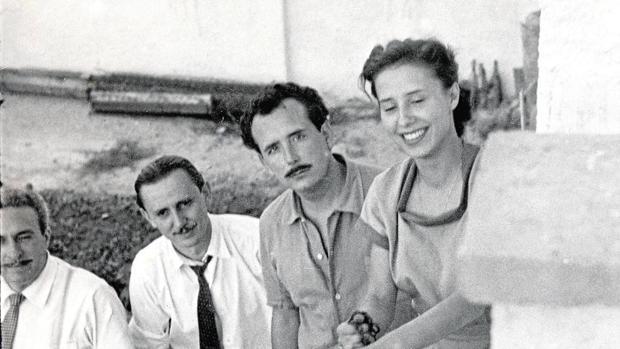 El matrimonio Soto (a la derecha) con el dramaturgo (segundo por la izquierda)