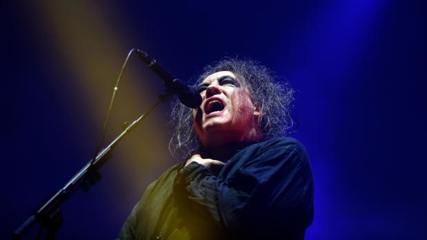 Robert Smith, al frente de The Cure, en su concierto en Madrid