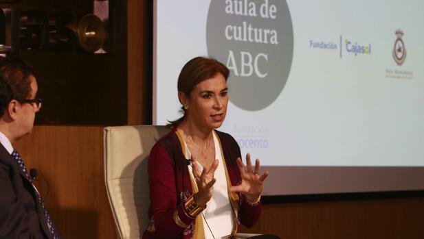 Carmen Posadas, durante su intervención en el Aula de Cultura