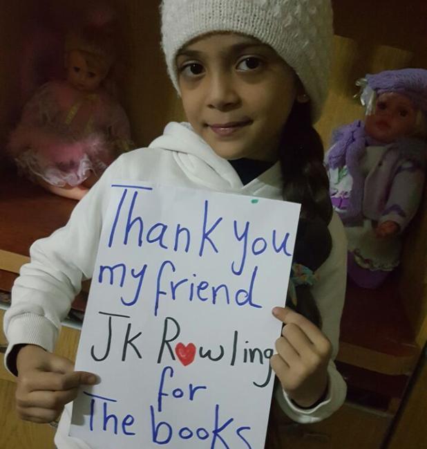 La niña siria Bana Alabed agradece con este mensaje los libros enviados por J.K. Rowling