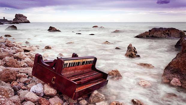 Instantánea publicada en Flickr del piano que ha aparecido en la playa de Málaga