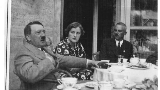 Hitler, Unity y el Obergruppenführer de las SA, Franz von Pfeffer, en Bayreuth, en 1936