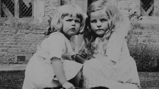 Deborah y Jessica en Asthall, en 1923