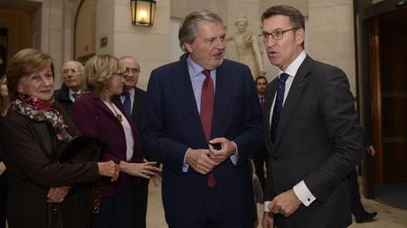 Íñigo Méndez de Vigo y Alberto Núñez Feijóo, anoche en la inauguración de la muestra en el Prado