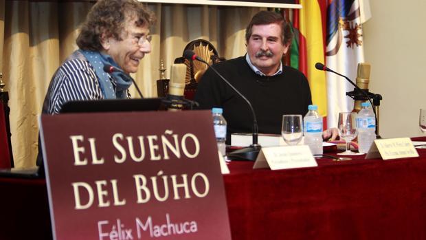 Jesús Quintero y Félix Machuca, ayer en el Ateneo RAÚL DOBLADO