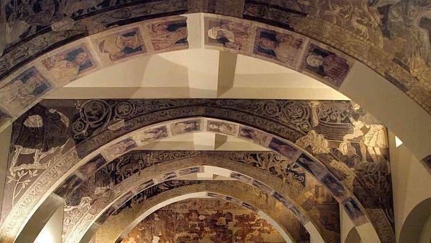 La sala que el MNAC contruyó para los frescos de Sijena