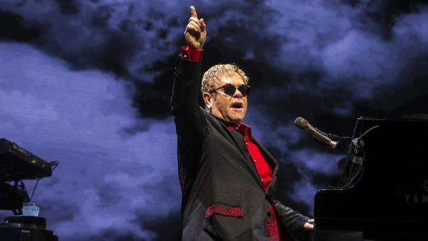 Elton John, durante un concierto en Ámsterdam