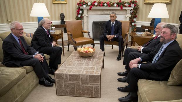 Barack Obama, reunido con los premios Nobel estadounidenses de este año en la Casa Blanca