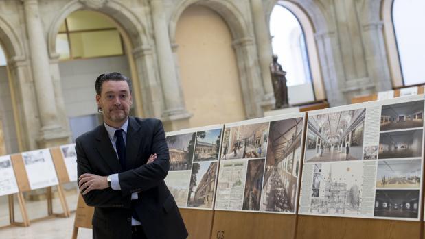 Miguel Zugaza, ayer en el Claustro de los Jerónimos, donde se exhiben los proyectos de los ocho finalistas para la rehabilitación del Salón de Reinos