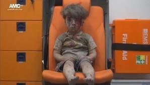 Omran, de cinco años, el niño que puso rostro a la devastación de los bombardeos en Alepo