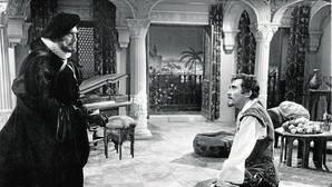 Carlos Lemos y Fernando Guillén, en una escena de «Don Juan Tenorio