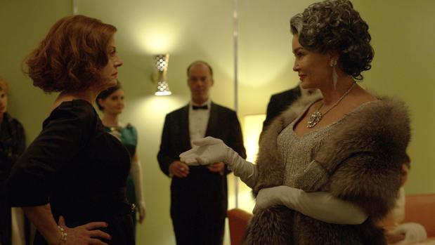 Susan Sarandon (izquierda) y Jessica Lange suman los mismos Oscar que sus personajes, Bette Davis y Joan Crawford
