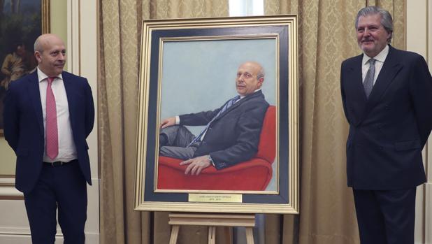 José Ignacio Wert e Íñigo Méndez de Vigo, en la presentación del retrato del exministro