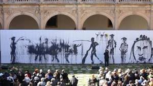 Barceló, realizando la performance «La imagen fantasma»