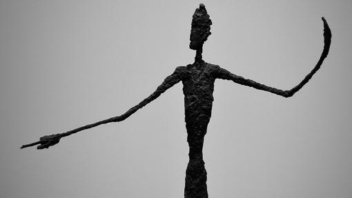 Detalle de «El hombre que apunta», de Alberto Giacometti
