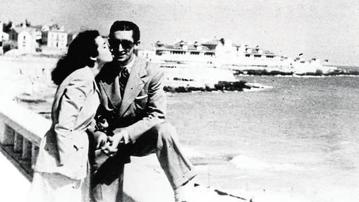 La actriz Lupe Sino besa a Manolete en Lisboa en marzo de 1947. Fue el gran amor de su vida