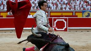 Gonzalo Caballero resultó herido al entrar a matar al tercer toro