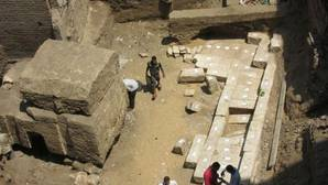 Descubren un gran sepulcro faraónico en una zona de construcción de viviendas en Egipto
