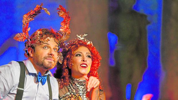 Menelao (Javier Enguix) y Helena (Gisela) en un momento de la divertida obra
