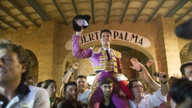 Alejandro Talavante, a hombros en la última corrida celebrada en Palma, el pasado día 3