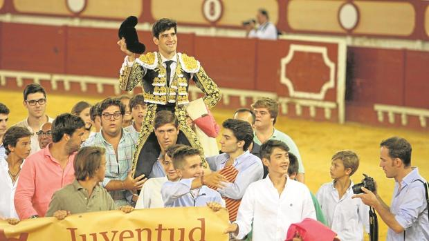 López Simón, triunfador de la tarde, sale a hombros del coso portuense