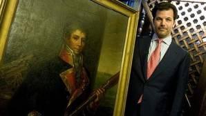 José María Moncasi de Alvear, junto al retrato de su antepasado