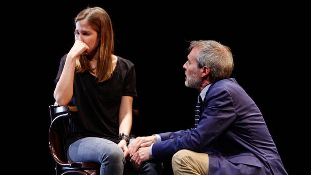 Natalia Sánchez y Fernando Guillén Cuervo, en una escena de «Oleanna»