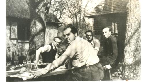 Arconada, con Alberti y Gimenez Siles tras salir del campo de concentracion