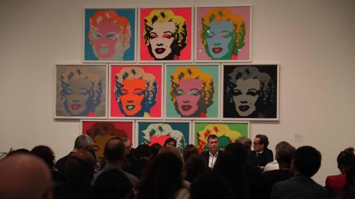 Vista de los retratos de Marilyn Monroe que presiden una de las salas