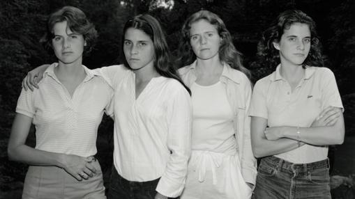 Foto del año 1975 correspondiente a la serie «Las hermanas Brown», de Nicholas Nixon
