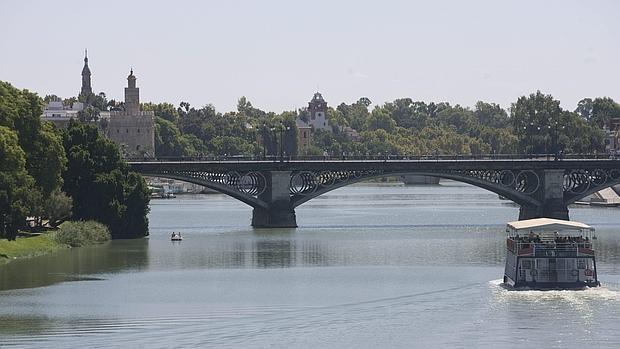 En la cuenca fluvial del Guadalquivir habrá un escenario simulando el viejo puente de barcas