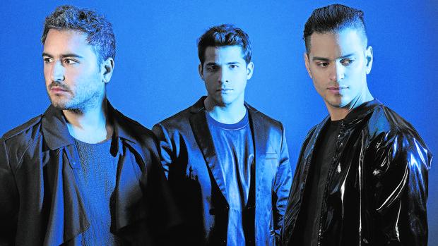 Reik: Jesús Navarro (voz) junto con Julio Ramírez (guitarra acústica) y Bibi Marín (guitarra eléctrica)