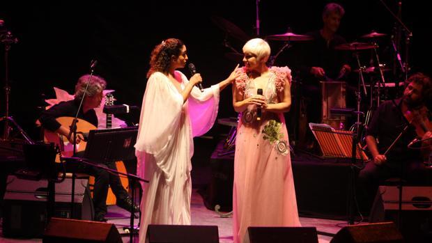 Pasión Vega y Noa actuando en Córdoba