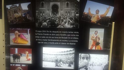 Panel con imágenes de su triunfo por la Puerta Grande en 2014