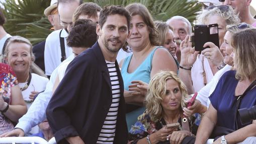 El actor Paco León a su llegada al hotel que aloja a los invitados del Festival Internacional de Cine de San Sebastián