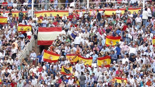 Banderas españolas en los tendidos