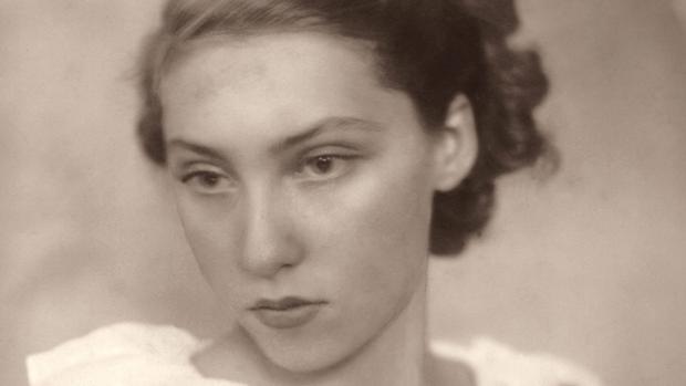 Clarice Lispector, en una imagen de juventud recogida en la biografía «Por qué este mundo»