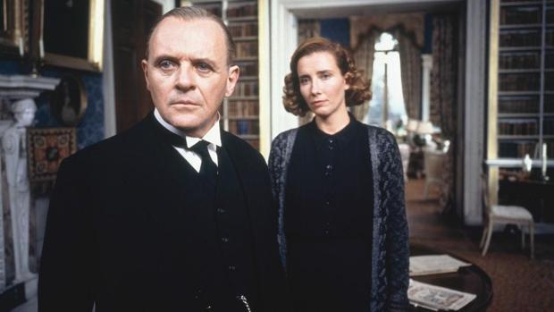 Anthony Hopkins y Emma Thompson, en una escena de «Lo que queda del día»