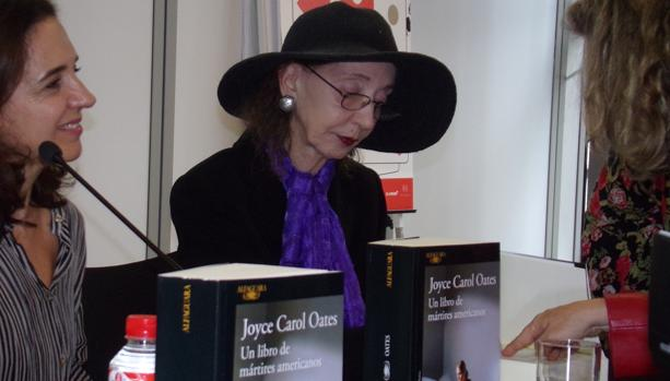 La novelista estadounidense Joyce Carol Oates