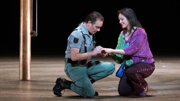 La mezzosoprano Anna Goryachova y el tenor Francesco Meli, en una escena de la ópera