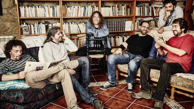 Robe (en el centro) con su actual banda