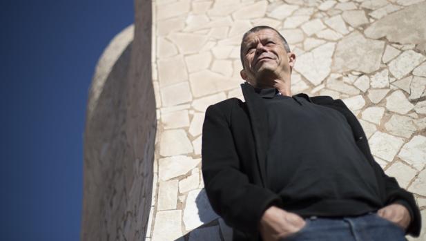El escritor francés, Emmanuel Carrère, ayer en La Pedrera de Barcelona