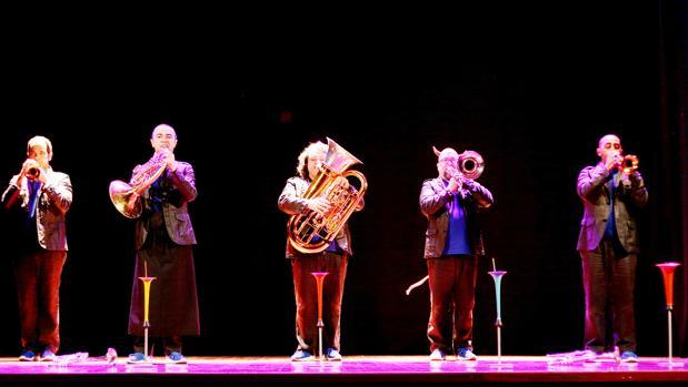 El quinteto Spanish Brass actúa hoy en este concierto infantil en el Falla. :: l. v.