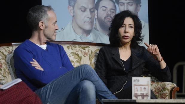 Yasmina Reza, junto a Miguel del Arco