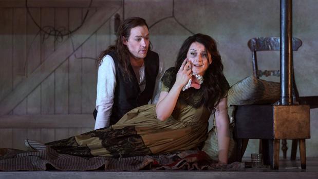 Stephen Costello y Anita Hartig, en una escena del cuarto acto de la ópera